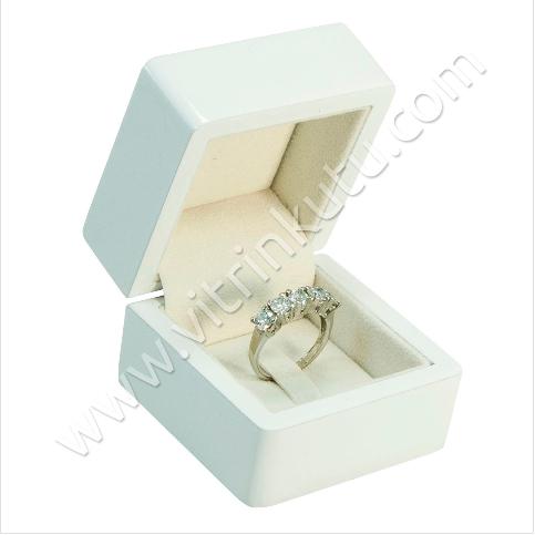 - Ahşap Yüzük Kutusu 6x6 cm Beyaz Cilalı Tırnaklı