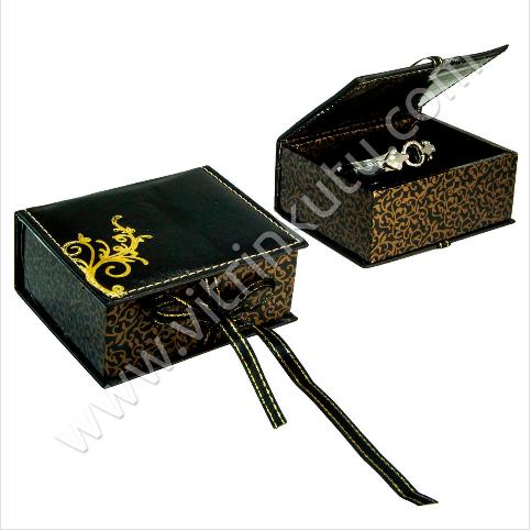 - Deri Bilezik Kelepçe Kutusu 12x10 cm Kurdeleli Siyah