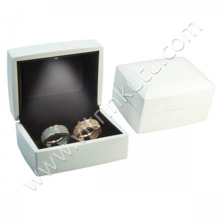 - Işıklı Alyans Kutusu Ahşap Tırnaklı Beyaz