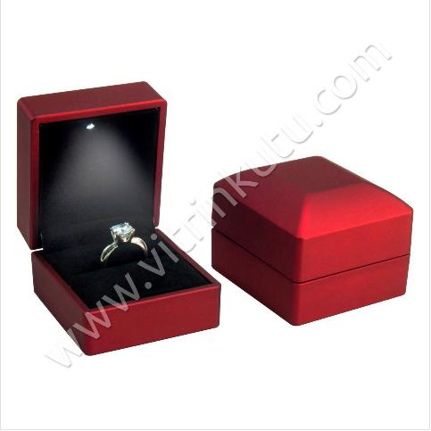 - Işıklı Tektaş Yüzük Kutusu Mat 6x6.5 cm Rulo Kırmızı