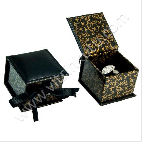 - Kurdelalı Küpe Takı Kutusu Desenli Karton