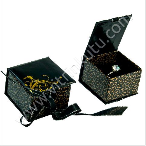 - Kurdeleli Karton Yüzük Tektaş Kutusu Siyah 5x3 cm