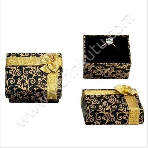 - Kurdelalı Yüzük Kutusu 4.5x5.5 cm Sarmaşık Desenli Siyah 12'li Paket